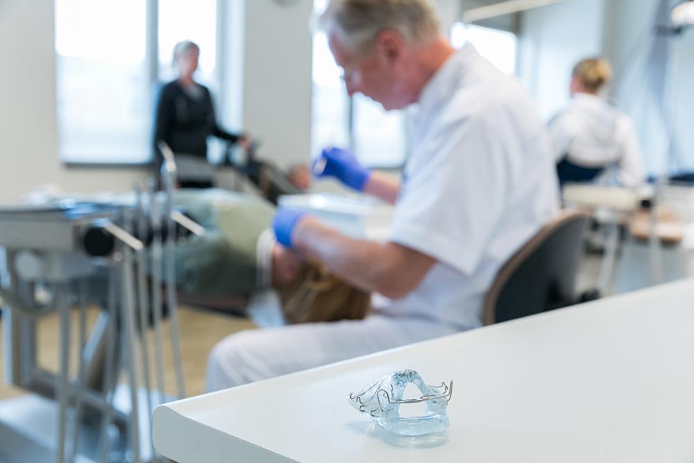 orthodontist Rotterdam - uitneembare beugel TopOrtho Rotterdam